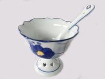 Tazza del gelato con il cucchiaio Fotografia Stock