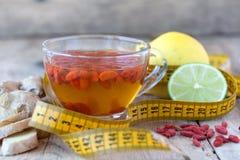 Tazza del tè dietetico delizioso delle bacche di Goji Immagini Stock Libere da Diritti