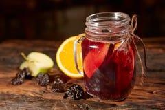 Tazza del tè organico della frutta del limone Immagini Stock