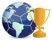 Tazza del trofeo dell'oro con l'illustrazione della sfera di calcio Fotografie Stock Libere da Diritti