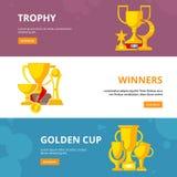 Tazza del trofeo del premio raccolta piana delle immagini della medaglia dei vincitori di sport di vettore dorato delle ricompens illustrazione di stock
