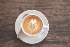 Tazza di arte del latte del cuore Immagine Stock