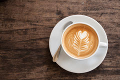 Tazza di arte del latte del cuore Immagini Stock