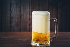 Tazza di birra Fotografia Stock Libera da Diritti