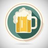 Tazza di birra con la retro icona dell'alcool di simbolo della schiuma lungamente Fotografia Stock