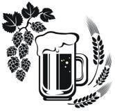 Tazza di birra ed orecchio del grano Fotografia Stock