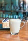 tazza di caffè calda del latte Immagini Stock