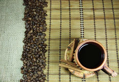Tazza di caffè, chicchi di caffè e cannella Fotografie Stock