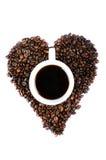 TAZZA DI CAFFÈ IN CHICCHI DI CAFFÈ A FORMA DI DEL CUORE Fotografia Stock