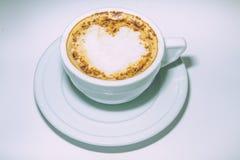 Tazza di caffè con cuore, bella decorazione Fotografia Stock