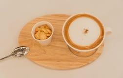 Tazza di caffè con i biscotti immagini stock