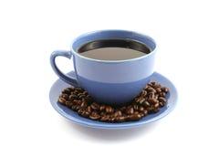 Tazza di caffè con i chicchi di caffè sulla zolla Fotografia Stock