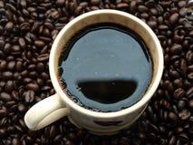 Tazza di caffè con i fagioli Fotografia Stock