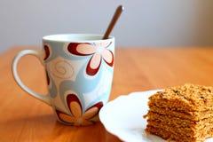 Tazza di caffè con il dessert Marlenka Fotografie Stock