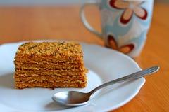Tazza di caffè con il dessert Marlenka Fotografie Stock Libere da Diritti