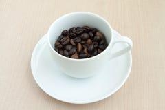 Tazza di caffè con il fagiolo Immagine Stock Libera da Diritti