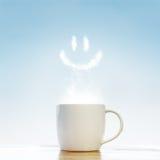 Tazza di caffè con il simbolo di sorriso immagini stock libere da diritti