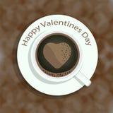 Tazza di caffè con l'immagine di forma del cuore su fondo variopinto per il giorno di biglietti di S. Valentino ed altre occasion Immagine Stock Libera da Diritti