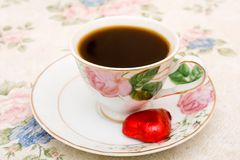 Tazza di caffè con la caramella Immagine Stock Libera da Diritti