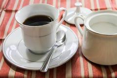Tazza di caffè con Sugar Bowl Fotografie Stock Libere da Diritti