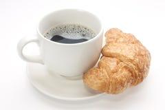 Tazza di caffè con un croissant Fotografie Stock Libere da Diritti