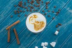 Tazza di caffè con zucchero e cannella Fotografia Stock Libera da Diritti