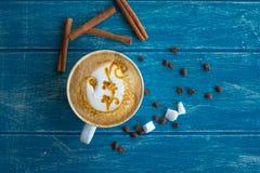 Tazza di caffè con zucchero e cannella Fotografia Stock