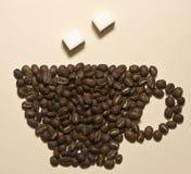Tazza di caffè dai chicchi di caffè Fotografia Stock Libera da Diritti