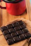 Tazza di caffè del cioccolato, palle di natale dei chicchi di caffè con il concetto di natale Immagine Stock Libera da Diritti