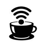 Tazza di caffè dell'icona del cybercaffè con il segnale WiFi Il nero su bianco Fotografia Stock
