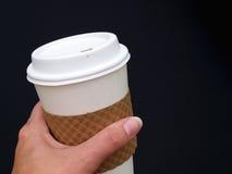 Tazza di caffè della holding Fotografia Stock Libera da Diritti
