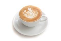 Tazza di caffè di arte del latte di rosetta su fondo bianco isolato Fotografia Stock