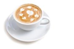 Tazza di caffè di arte del latte molta forma del cuore sull'iso bianco del fondo Immagine Stock Libera da Diritti
