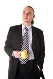 Tazza di caffè di sguardo seria della holding dell'uomo d'affari Fotografia Stock Libera da Diritti