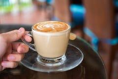 Tazza di caffè a disposizione Fotografia Stock