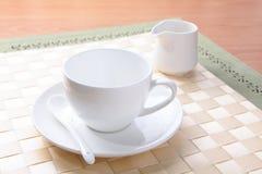 Tazza di caffè e contenitore dello zucchero fotografie stock libere da diritti
