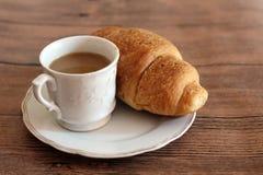 Tazza di caffè e croissant Immagine Stock