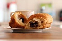 Tazza di caffè e croissant Fotografie Stock