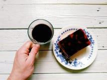 tazza di caffè e dolce casalingo su un piatto Fotografia Stock Libera da Diritti