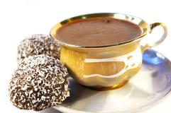 Tazza di caffè e dolce con un Coco isolato Fotografia Stock Libera da Diritti