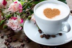 Tazza di caffè e rose Fotografie Stock