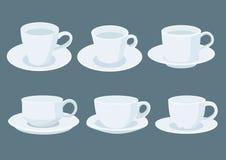 Tazza di caffè macchiato sul piattino su fondo grigio illustrazione di stock