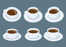 Tazza di caffè macchiato sul piattino su fondo grigio royalty illustrazione gratis