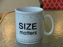 Tazza di caffè molto grande con il righello Immagine Stock Libera da Diritti