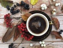 Tazza di caffè nero sui precedenti rustici Immagini Stock Libere da Diritti