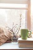 Tazza di caffè, ramo della ciliegia sul davanzale Fotografia Stock Libera da Diritti