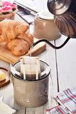 Tazza di caffè di recente fatta di istante immagine stock libera da diritti