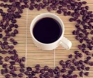 Tazza di caffè su priorità bassa di legno Immagine Stock Libera da Diritti