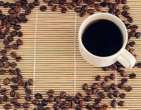 Tazza di caffè su priorità bassa di legno Fotografie Stock Libere da Diritti