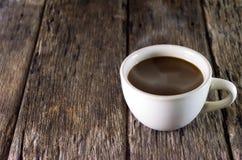 Tazza di caffè su priorità bassa di legno Immagine Stock